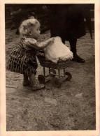 Photo Originale De Landau Et Poussettes - Enfant Et Landau En Osier - - Objetos