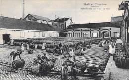 Agriculture VIGNES Vin De Champagne - MOET Et CHANDON : Manutention Des Vins En Fûts ... CPA - Epernay 51 Marne - Vigne