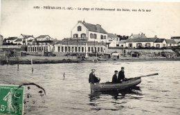 PREFAILLES -La Plage  Et L'Etablissement  Des Bains  Vus De La Mer - Préfailles