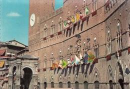SIENA PART. DEL PALAZZO PUBBLICO CON LE BANDIERE DELLE 17 CONTRADE - Siena
