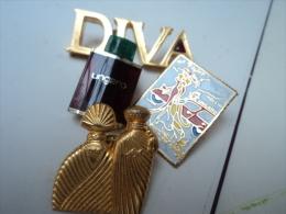 UNGARO :LOT  4 PIN'  SDONT 1 ( DIVA) 5 CM Et DOUBLE FERMOIR   LIRE ET VOIR!! - Miniatures Modernes (à Partir De 1961)