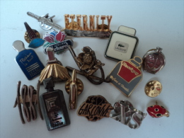 ROCHAS,CACHAREL,CARON,LACOSTE .....LOT 16 PIN´S   LIRE ET VOIR - Miniaturen Flesjes Dame (zonder Doos)