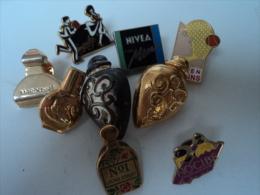 LAURA ASHLEY,CLARINS´ VANDERBUILT,NIVEA  ETC ... ....LOT  9   PIN´S   LIRE ET VOIR - Miniatures Modernes (à Partir De 1961)