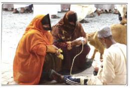(362) Oman - Bedouin Women Selling Their Goats At Nizwa Goat Suq - - Animali