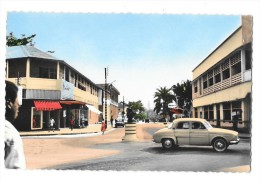 DOUALA (Cameroun) Rues Automobile Dauphine Renault - Cameroon