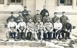 Militaria - Carte Photo à Localiser - Hopital Militaire - Soldat Blessés, Tous Moustachus - (souvenir De Montpellier) - Guerre 1914-18