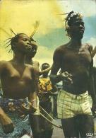 CONGO  POINTE NOIRE  Folklore D'Afrique Noir  Garçons Et Jeune Fille Aux Seins Nus  Ragazza A Seno Nudo - Pointe-Noire