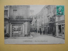 CARPENTRAS. La Rue De La République. - Carpentras