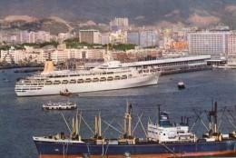 "CPM:    HONG KONG'S  (chine):   Ocean Terminal  - Parking Aside Is A Passanger Liner "" Camberra"".   (A 1929) - China (Hong Kong)"