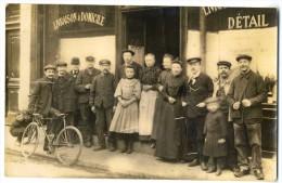 Carte Photo - Commerce à Identifier Café Livraison à Domicile - Vélo Groupe De Personnes En Costume - Lieu à Identifier - Negozi