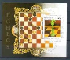 Mtw124 SPORT SCHAKEN PAARD CHESS HORSE SCHACHSPIEL PFERD ECHEC GUINÉE 1997 PF/MNH - Schaken