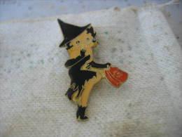 Pin´s Pin Up, Betty Boop En Robe Et Chapeau Noirs - Pin-ups