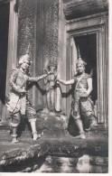 La Danse Classique Khmere Devant Angkor Vat - Cambodge