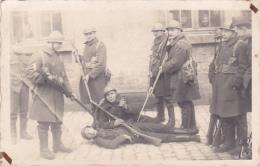 24411 Carte Photo Belgique, Guerre Soldat Humour -sans Indication -fusils