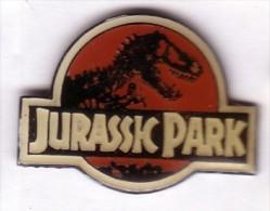 DD451 Pin´s Cinema Film Movie Jurassic Park Dinosaure Version Ecriture Blanche Achat Immediat - Films