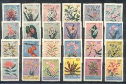 MALUKU SELATAN -  ISLAS MOLUCAS DEL SUR MINORIA CRISTIANA SERIE 24 VALORES FLEURS FIORE FIORI BLOEME BLUMEN FLOWERS FLOR - Fantasie Vignetten