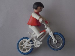 1 FIGURINE FIGURE DOLL PUPPET DUMMY TOY IMAGE POUPÉE - GIRL BICICLE BIKE CICLE PLAYMOBIL GEOBRA 1981 - Playmobil