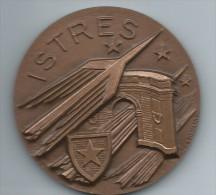 Médaille Communale /Ville D´Istres/Bouches Du Rhône/Bronze//1983    MED25 - Professionnels / De Société
