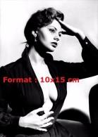 Reproduction D'une Photographie De Sophia Loren Avec Un Haut Très Décolleté - Reproductions