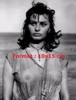 Reproduction D'une Photographie De Sophia Loren Avec Un Haut Mouillé Et Transparent - Reproductions
