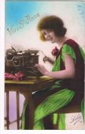 32300 Femme Avec La Machine à écrire - Woman With Typewriter - Vrouw Met Typemachine - Femmes