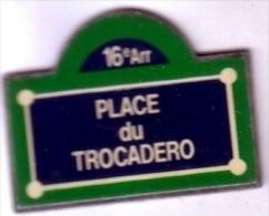 Z235 Pin´s Ville Paris Plaque De Rue Place Trocadero Achat Immediat - Villes