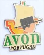 Z255 Pin´s Pin´up AVON PORTUGAL  Achat Immediat - Villes