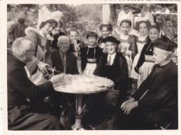 GUEMENE Sur SCORFF : Prcession De ND De La  FOSSE En 1956  - L'heure De La Collation - Photo ! - Guemene Sur Scorff