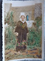 56 ETEL FEMME EN COSTUME  1935   6  PAR 8.7 CM - Lieux