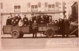 Grande Reproduction Photo (12 X 19) - Camion Et Remorque Avec équipe De Foot Et Suporters Dans Les Années 40 - Cyclisme