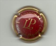 Capsule De Champagne Laurent Perrier, Contour Or, Fond Rouge - Laurent-Perrier
