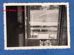 Photo Ancienne Snapshot - Vue De La Fenêtre - Cadrage Cadre Beau Cliché Photographique - Window - Places