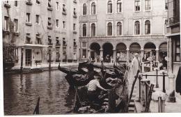 24472  Photo Venize Venezia Itale -Mai 1965 - Canal Gondole