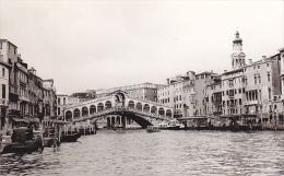 24480  Photo Venize Venezia Italie -Mai 1965 - Canal Bateau Pont