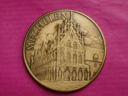 MEDAILLE MALINES - MECHELEN-  1982 100 OPSINJOREN  1932 1982 / HOTEL DE VILLE - Touristiques