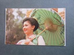 Femme Avec Ombrelle - Thailand