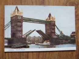 47059 POSTCARD: LONDON: Tower Bridge. - River Thames