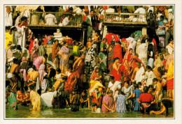 INDIA- BENARES:  LE SCALINATE  SUL  GANGE      (NUOVA CON DESCRIZIONE DEL SITO SUL RETRO) - India