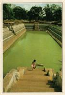 ANURADHAPURA:    BAGNI  SACRI            (NUOVA CON DESCRIZIONE DEL SITO SUL RETRO) - Sri Lanka (Ceylon)