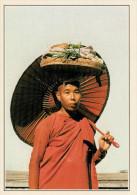 BIRMANIA-PROME:   MONACA DURANTE L' ELEMOSINA DEL CIBO         (NUOVA CON DESCRIZIONE DEL SITO SUL RETRO) - Myanmar (Burma)