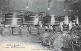 METIERS Paysans Viticulture Vin - MOET & CHANDON : La Cuverie - Vendangeoir St Hélène - CPA - EPERNAY 51 Vignobles - Paysans