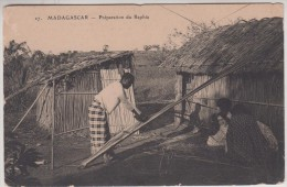 Madagascar - Préparation Du Raphia - Madagascar