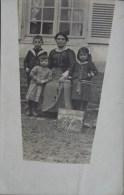 80 ROLLOT CARTE PHOTO FAMILLE DEVANT UNE MAISON 22 JANVIER 1918 - France
