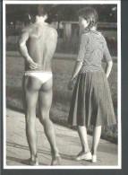 ! - Photo : Jeune Adolescent Et Adolescente Vus De Dos - Carte Postale Vierge - Fotografie