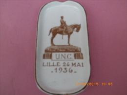 COLLECTION - RARE CENDRIER PORCELAINE -THEME MILITARIAT - U.N.C. - DATE LILLE 1936 - - Porcelain