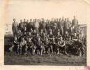 Photo Groupe De Militaires, En Bas à Droite : Service De La Tambouille   (47.78) - Guerre, Militaire
