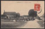 28 FAVIERES - La Place De La Mairie - Non Classés