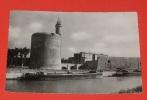 Aigues Mortes - ( Gard ) - Les Remparts - La Douâne Et La Tour De Constance ::::: Animation - Péniches - Bateaux -- 305 - Aigues-Mortes