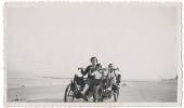 Foto/Photo. Femme Et Enfants & Cuistax/Kwistax.  La Panne ? - Cyclisme