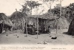 Boucongos : Groupes D'indigènes Dans Un Village De Travailleurs - Centrafricaine (République)